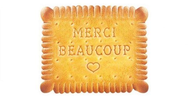 Печенье Petit Beurre со словами благодарности медицинскому персоналу на фоне пандемии коронавируса