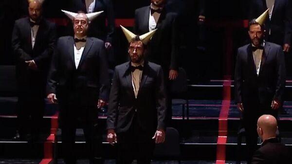 Скриншот видео репетиции оперы Травиата в Мадридском королевском театре