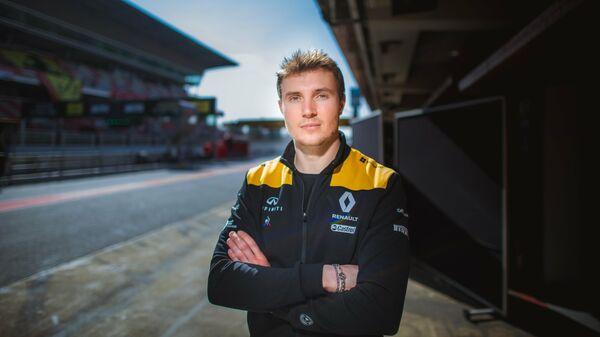Российский пилот команды Формула-1 Рено Сергей Сироткин