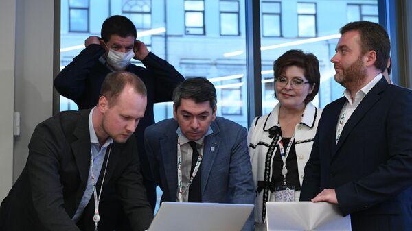Расшифровка данных электронного голосования по вопросу одобрения изменений в Конституцию России в Общественном штабе по контролю и наблюдению за голосованием по поправкам в Конституцию РФ в Москве