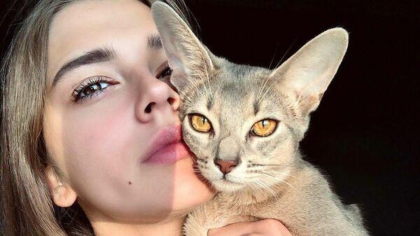 Российская гимнастка Александра Солдатова со своим любимым котом по кличке Синабон