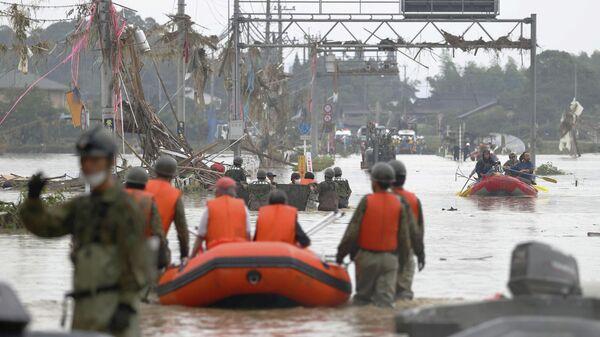 Последствия ливней и паводков на в деревне Кума на юге Японии