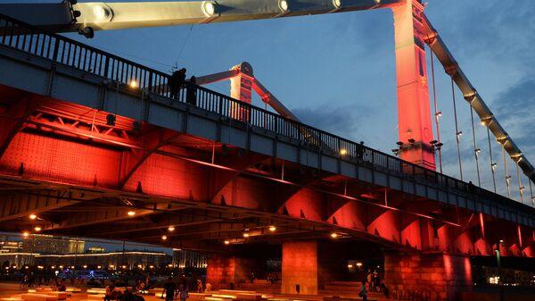 Крымский мост подсветили в честь 50-летия Специальной Олимпиады