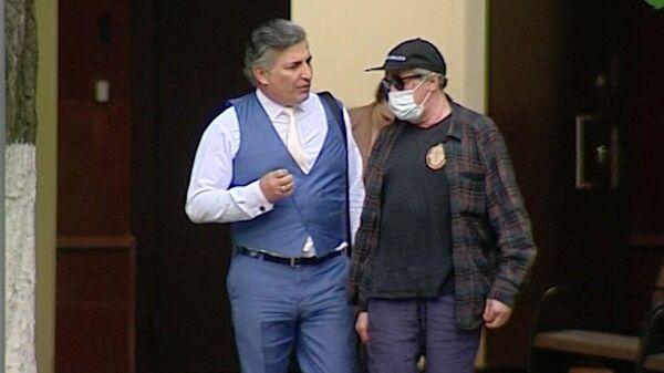 Адвокат Эльман Пашаев (слева) и актер Михаил Ефремов, обвиняемый в смертельном ДТП на Смоленской площади
