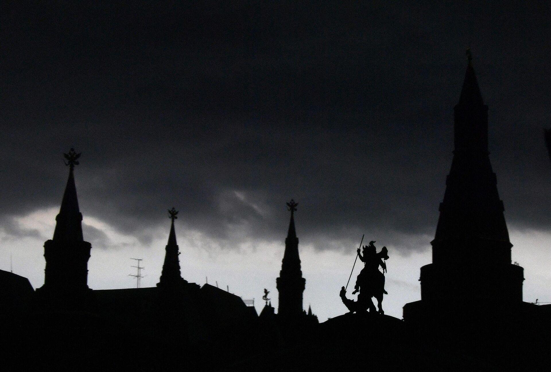 Грозовая туча над Манежной площадью в Москве - РИА Новости, 1920, 27.09.2020