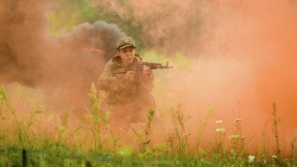 Военнослужащий мотострелкового полка Таманской дивизии на одном из полигонов Западного военного округа в Подмосковье