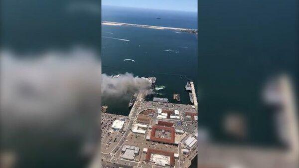 Кадры горящего корабля ВМС США в порту Сан-Диего