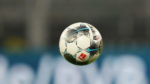 Защитник дортмундской Боруссии Марсель Шмельцер в матче Бундеслиги