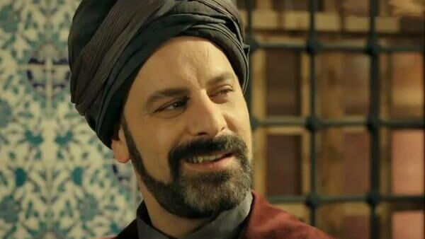 Актер Озан Гювен в роли Рустам-паши в сериале Великолепный век