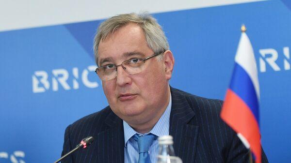 Генеральный директор госкорпорации Роскосмос Дмитрий Рогозин выступает на встрече глав космических ведомств стран БРИКС