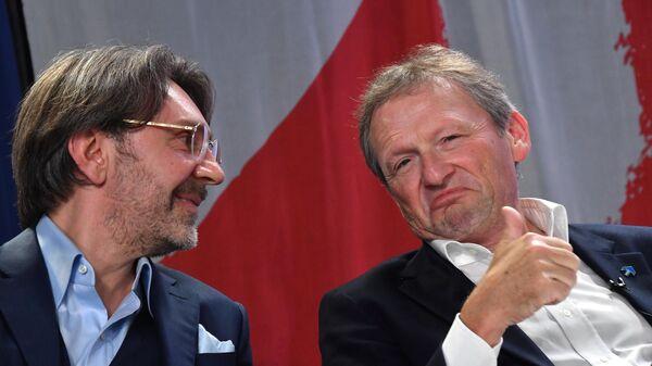 Борис Титов и Сергей Шнуров на съезде Всероссийской политической Партии РОСТА