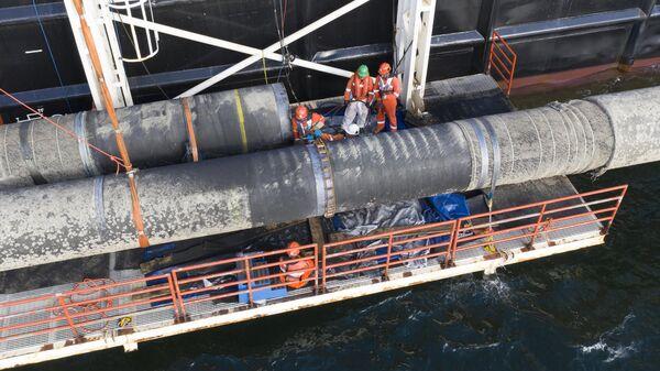 Надводная сварка захлестного стыка морской части газопровода Северный поток — 2