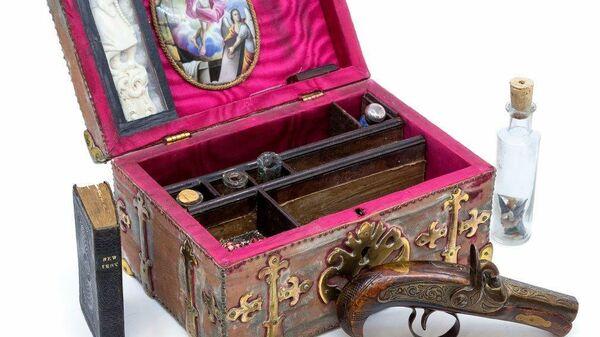 1574509525 0:228:1009:796 600x0 80 0 0 ebf33d6c0a76c65db4c7134766485ca5 - На аукционе в Лондоне выставили старинный набор для защиты от вампиров