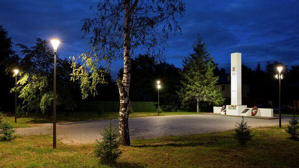 Новое освещение памятника, посвященного участникам Великой Отечественной войны, и прилегающей территории в Кокошкино