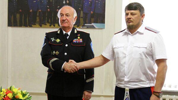 Казачий генерал Николай Долуда (слева) и верховный атаман СКВРиЗ Николай Дъяконов