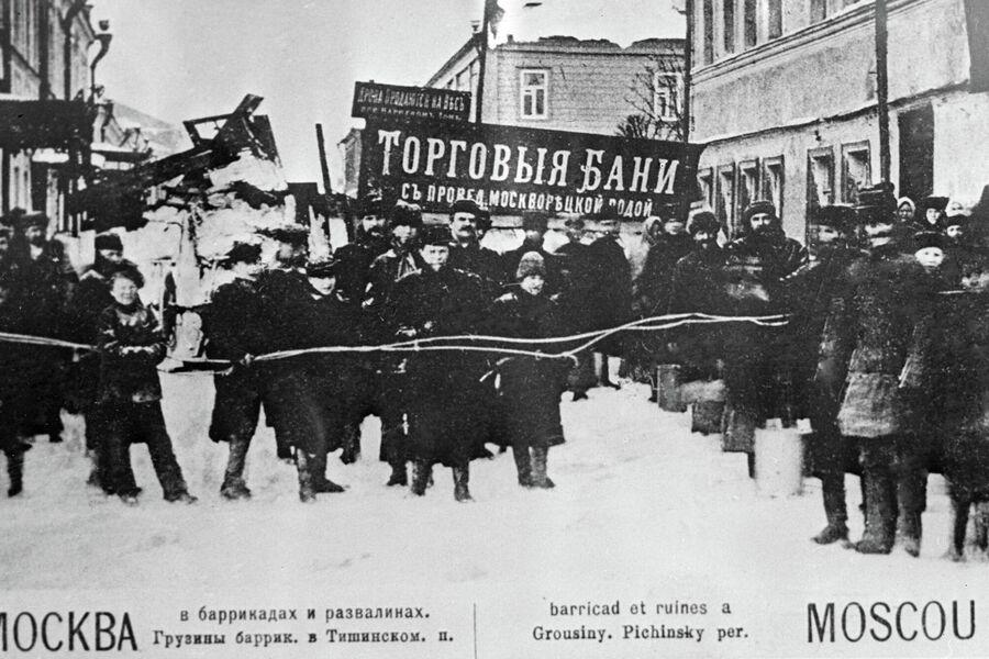 Баррикады в Тишинском переулке во время революции 1905-1907 гг.