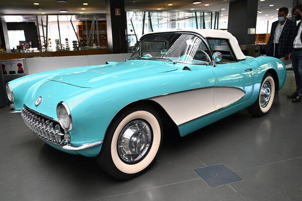 Автомобиль Chevrolet Corvette в Автомобильном музее Турина