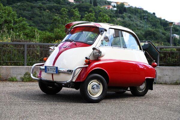Автомобиль Isetta в Автомобильном музее Турина