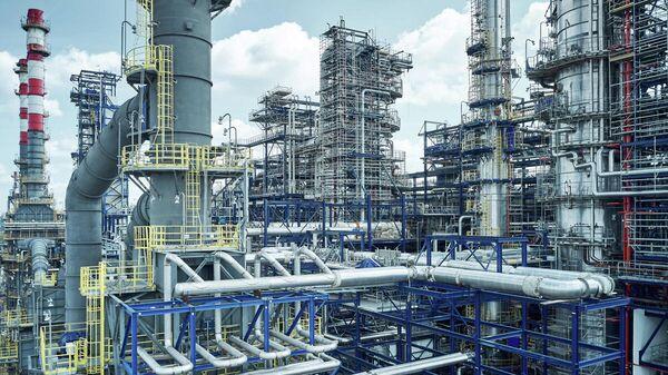 Площадка строительства комбинированной установки переработки нефти Евро+ на Московском НПЗ
