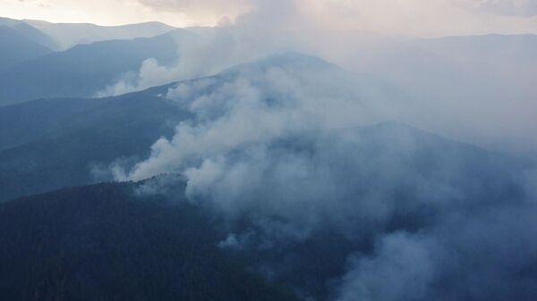 Лесные пожары на территории Забайкальского национального парка Заповедное подлеморье в Республике Бурятия. Стоп-кадр видео