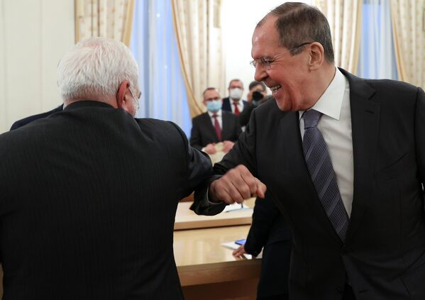 Министр иностранных дел РФ Сергей Лавров и министр иностранных дел Исламской Республики Иран Мухаммад Джавад Зариф (слева) во время встречи в Москве