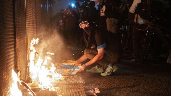 Протестующие против расового неравенства и полицейского насилия в Портленде