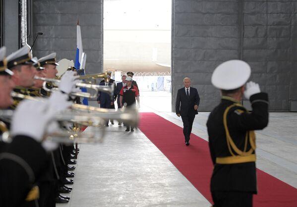 Президент РФ Владимир Путин на церемонии закладки боевых кораблей для Военно-морского флота РФ на судостроительном заводе Залив в Керчи