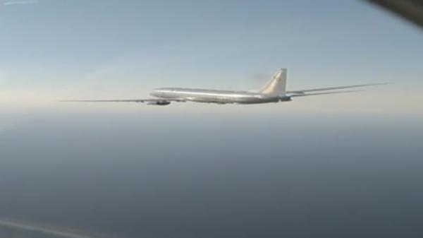 Перехват Су-27 американского разведчика