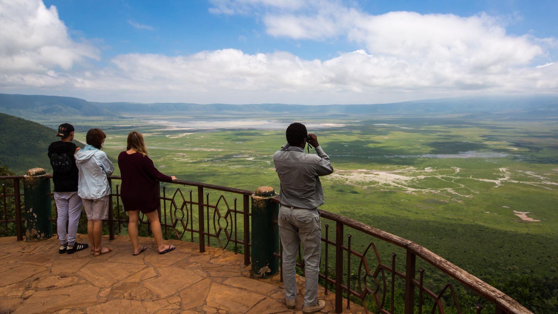 Туристы по время посещения кратера Нгоронгоро в Танзании - РИА Новости, 1920, 05.09.2020