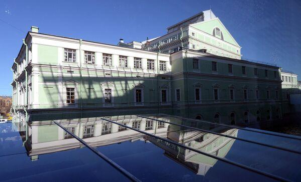Вид на главное здание Государственного академического Мариинского театра из окна Второй сцены