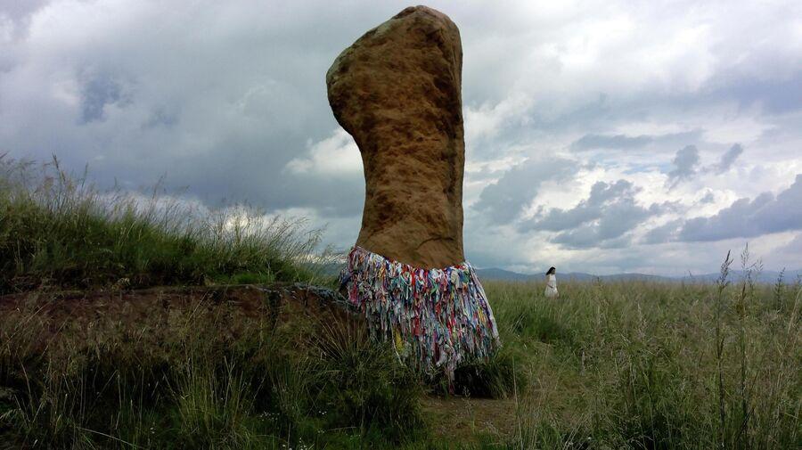 Большой Салбыкский курган, мегалит