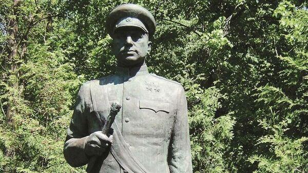 Памятник маршалу Советского Союза Константину Рокоссовскому в Легнице, Польша