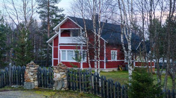 Жилой дом в посёлке Ивало в общине Инари провинции Лаппи в Финляндии.