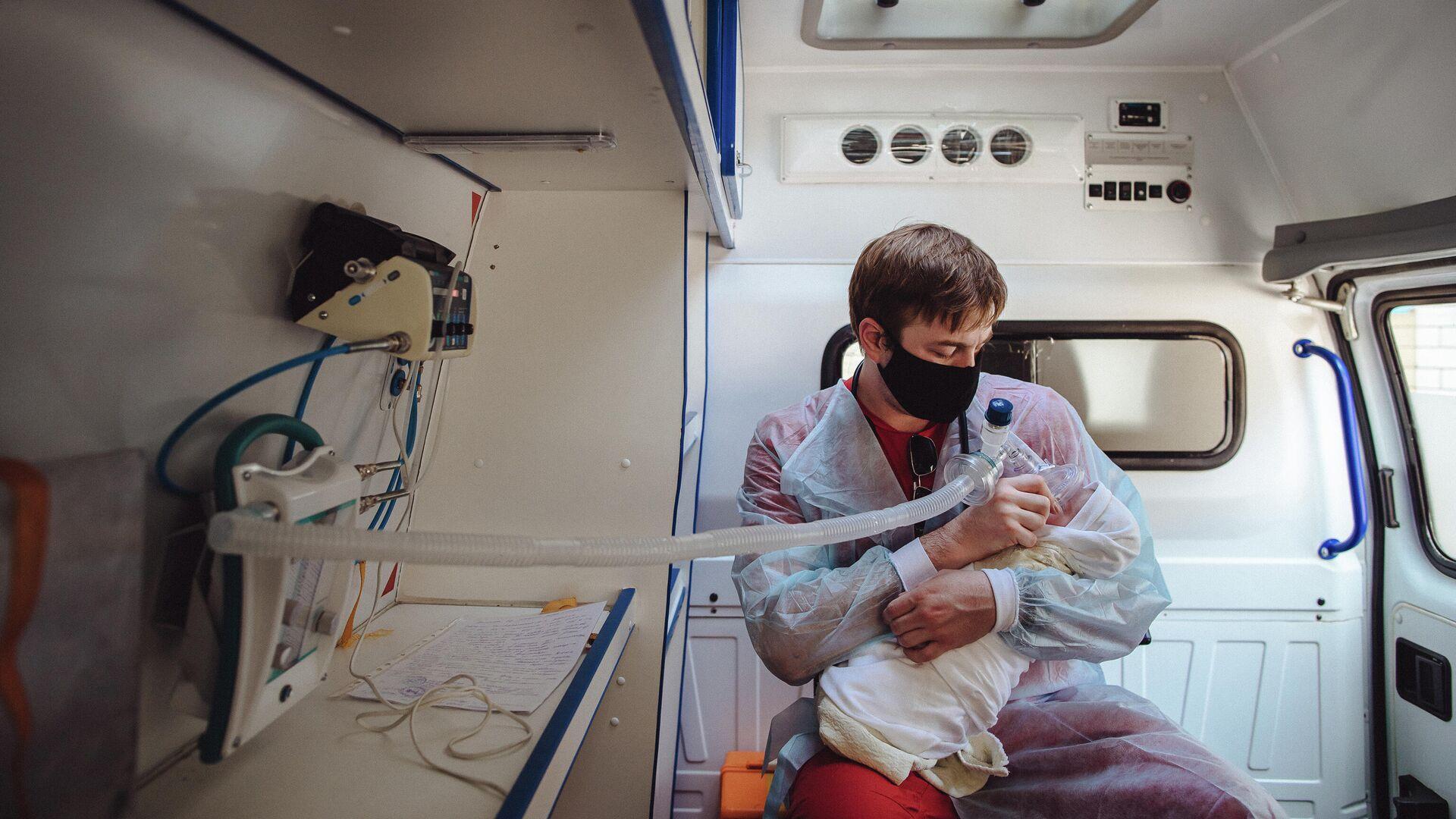 Фотографии в проекте RT Эпидемия с Антоном Красовским, посвященные борьбе медиков с коронавирусной инфекцией в России - РИА Новости, 1920, 02.10.2020