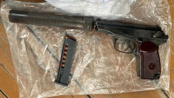 Оружие, изъятое при задержании членов преступной группы, причастной к незаконному обороту оружия