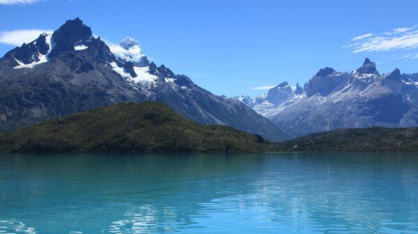 Озеро Пеоэ в национальном парке Торрес-дель-Пайне на юге Чили