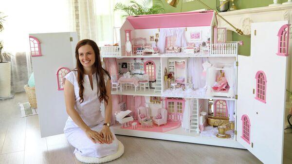 Владелица мастерской кукольных домиков из Домодедово Александра Закирова