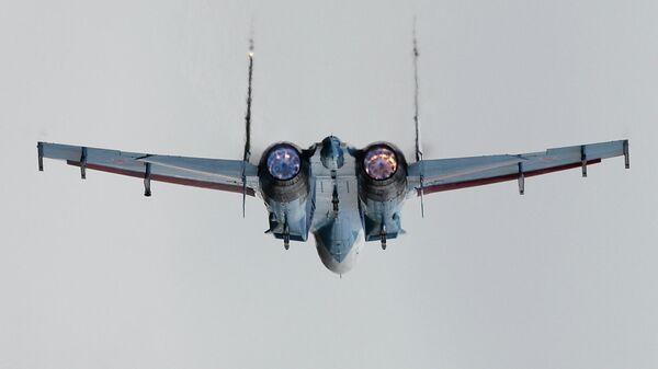 Самолет Су-27