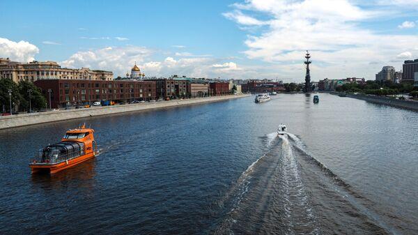 Парад теплоходов в честь открытия пассажирской навигации по Москве-реке