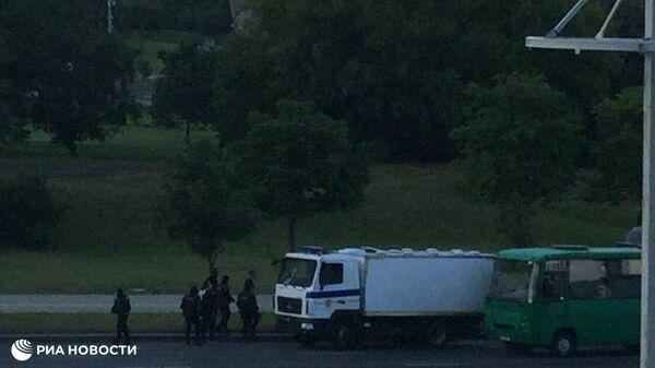 В центр Минска продолжают стягиваться протестующие
