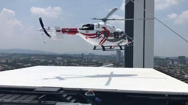 Взлет с крыши небоскреба вертолета Ансат