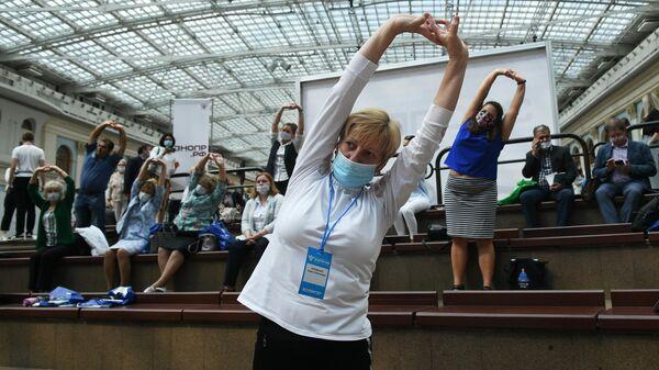 Участники энергетической зарядки ЗОЖ через молодежь! от Молодёжного совета Департамента здравоохранения города Москвы на всероссийском форуме Здоровье нации  основа процветания России