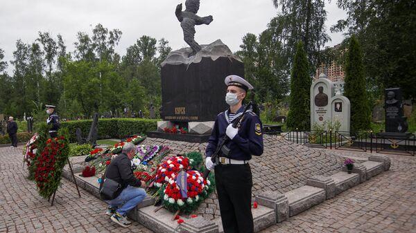 Памятные мероприятия, посвященные 20-й годовщине гибели атомной подводной лодки Курск, на Серафимовском кладбище в Санкт-Петербурге