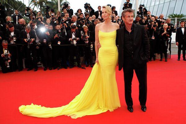 Актеры Шон Пенн и Шарлиз Терон на красной дорожке Каннского кинофестиваля