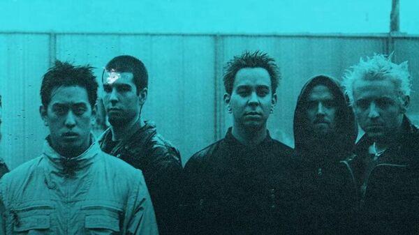 Кадр из клипа на песню She Couldn't  группы Linkin Park