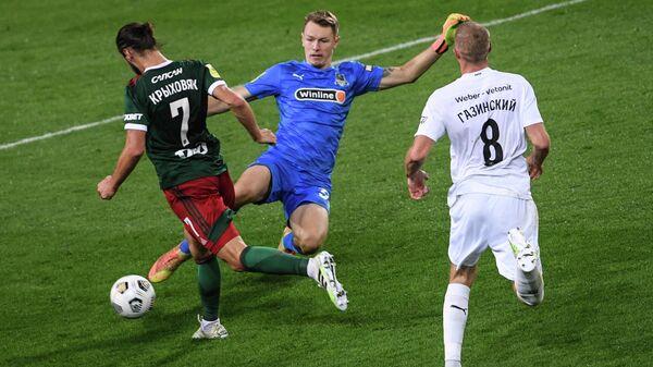 Игровой момент матча Локомотив — Краснодар