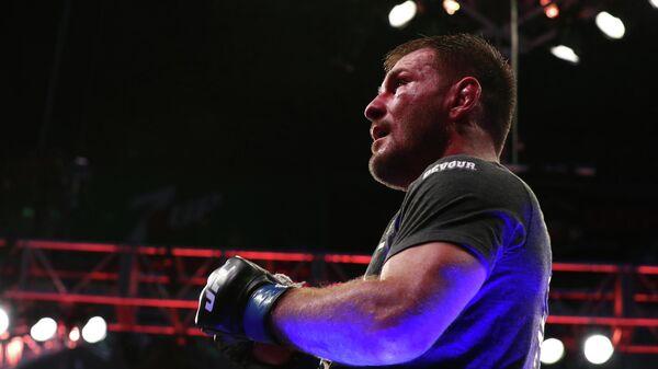 Миочич победил Кормье и сохранил чемпионский пояс UFC в тяжелом весе