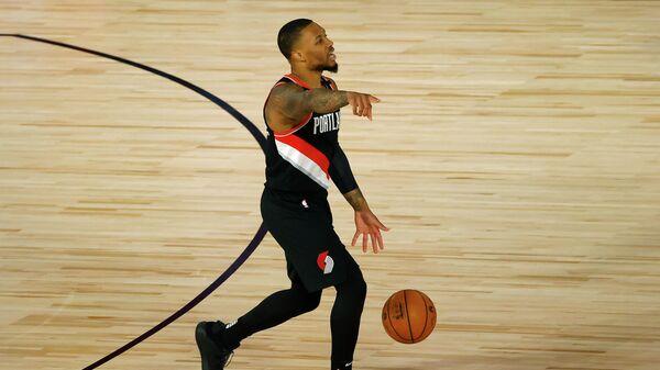 Баскетболист Портленд Трэйл Блэйзерс Дэмиан Лиллард в матче НБА
