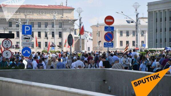 Участники митинга в поддержку Лукашенко на Площади Независимости в Минске