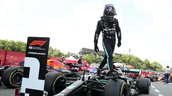 """Льюис Хэмилтон выиграл Гран-при Испании """"Формулы-1"""""""